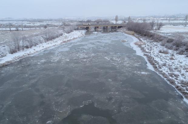 Soğuk havada zirve eksi 28'le İmranlı'nın Türkiye'nin en soğuk noktası eksi 28 dereceyle Sivas'ın İmranlı ilçesi oldu