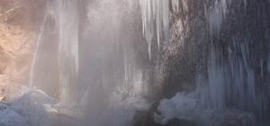 Sızır Şelalesi dondu, ortaya eşsiz bir manzara çıktı