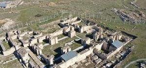 """Amorium Antik Kenti'nde jeolojik ve jeoteknik çalışmalar başladı Emirdağ'ın tarihi değerinin arttırılması hedefleniyor Kaymakam Bilici: """"Amorium Antik Kenti'ne sahip çıkarak ilçenin tarihine tarih katacağız"""""""