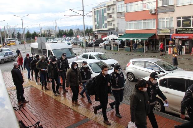 Kocaeli'de FETÖ şüphelisi 7 kişi adliyeye sevk edildi TSK'nın mahrem ağabeyinin de aralarında olduğu şüpheliler adliyede