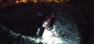 Otomobil virajı alamadı, evin bahçesine uçtu: 3 yaralı