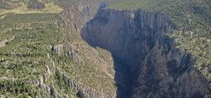Hançer Kanyonu, doğa turizminin gözdesi olmaya aday Saimbeyli'den Kahramanmaraş'ın Göksun ilçesine kadar 18 kilometre uzunluğundaki Hançer Kanyonu havadan böyle görüntülendi