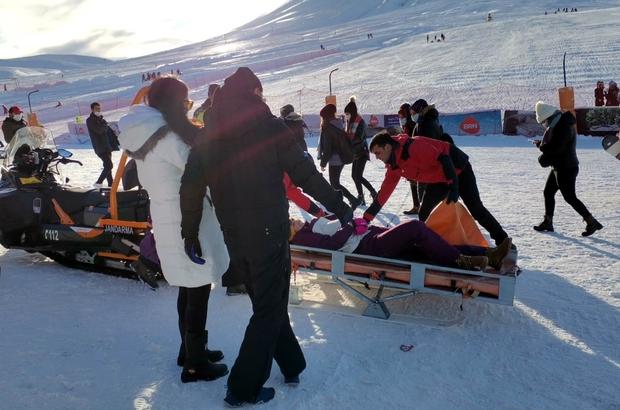 Kayak yaparken yaralanan turistin imdadına jandarma koştu