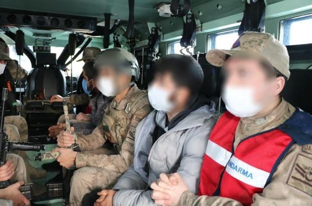 Diyarbakır'da dev uyuşturucu operasyonu: 31 gözaltı Diyarbakır'da geçtiğimiz yıl 2 milyon 514 bin kök kenevir, 2 ton 407 kilo esrar ve 337 kilo skunk maddesinin ticaretini yapan zanlılar, aylar süren titiz çalışmaların sonucunda yakalandı