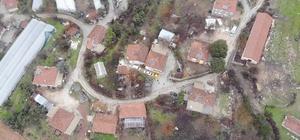 """Isparta'nın bir köyünde heyelan nedeniyle 28 evin acilen boşaltılması kararı alındı Teknik rapora göre günde 16 santim kayma yaşanıyor Kaymakam köye gelerek evlerini boşaltmak istemeyen köylülerle konuştu Kaymakam Ayaz: """"Devletimiz vatandaşımızın yanında"""""""