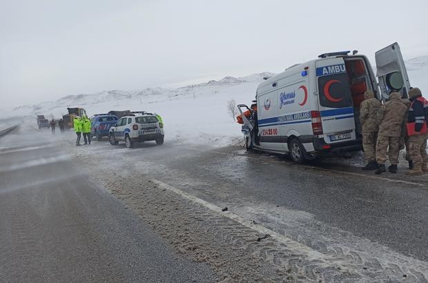 Ambulans tırla çarpıştı: 1 ölü 1 yaralı Ankara'ya hasta bırakıp Erzurum'a dönen ambulans Sivas'ta tırla çarpıştı. Ambulanstaki sağlık çalışanı hayatını kaybetti, sürücü yaralandı