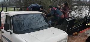 Menteşe'ye 24 saatte 94.3 kg yağış düştü Muğla'nın Menteşe ilçesine son 24 saatte metrekareye 94.3 kilogram yağış düşerken, Karabağlar yaylasında aşırı yağış nedeniyle mahsur kalan vatandaşlar itfaiye ekipleri tarafından kurtarıldı.