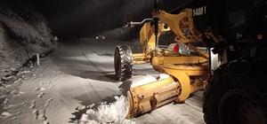Aydın'da karla kapanan yollar açılıyor Büyükşehir ekiplerinin karla mücadelesi sürüyor