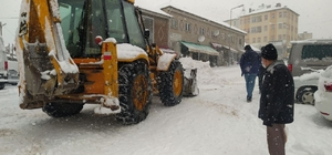 """Gürün'de kar kalınlığı 30 santimetreye ulaştı Gürün Belediye Başkanı Nami Çiftçi, """"Yeter ki kar yağsın biz mücadeleye razıyız"""""""