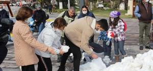 Bodrum'da ilk kez kar gören çocuklar doyasıya eğlendi