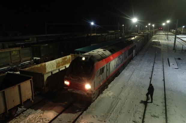 Çin ve Rusya'ya giden ihracat treni Sivas'ta Türkiye'den Rusya'ya gönderilen ilk blok ihraç treni ile ilk kez Çin'e bor madeni taşıyan ihracat treni Sivas'a ulaştı