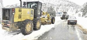 Adana'nın yüksek kesimlerinde karla mücadele aralıksız sürüyor