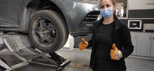 18 senedir ellerinin ojesiyle araba tamir ediyor 18 yıldır oto tamircisi olan 25 yaşındaki genç kız, hem üniversite harçlığını kazanıyor hem de yaptığı işle ön yargıları kırıyor