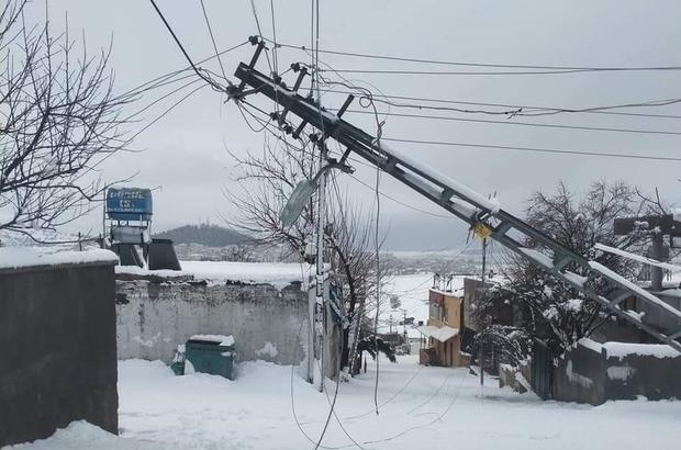 Kahramanmaraş'ta 216 mahallenin yolu ulaşıma kapandı Direklerinin devrilmesi sonucu 15 mahalle elektriksiz kaldı