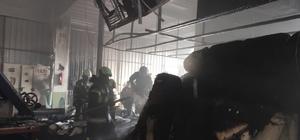 Tekstil fabrikası yoğun dumanlar sonrası alevlere teslim oldu