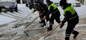 Ergani'de karla mücadele çalışmaları sürüyor