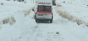 Rahatsızlanan vatandaş, karla kaplı yolun açılmasıyla hastaneye ulaştırıldı Sivas'ın Divriği ilçesi Güllüce köyünde rahatsızlanan vatandaş,  karla kaplı köy yolunun ekipler tarafından açılmasıyla hastaneye ulaştırıldı