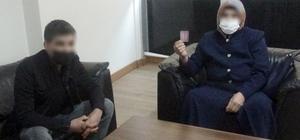Bir annenin 15 yaşındaki kızına kavuşma mücadelesi Diyarbakır'da 1 yıl önce erkek arkadaşı ile birlikte kaçan genç kızın, kaçtığı kişinin ailesi tarafından zorla tutulduğu iddia edildi Evladına kavuşmak için 1 yıldır çalmadık kapı bırakmayan acılı anne, kızına kavuşmak için yetkililerden yardım bekliyor