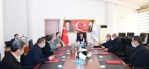 """Akçadağ muhtarlarından Başkan Gürkan'a ziyaret Malatya Büyükşehir Belediye Başkanı Selahattin Gürkan: """"Yarın yaşayacakların da sorumlulukları üzerimizde"""""""