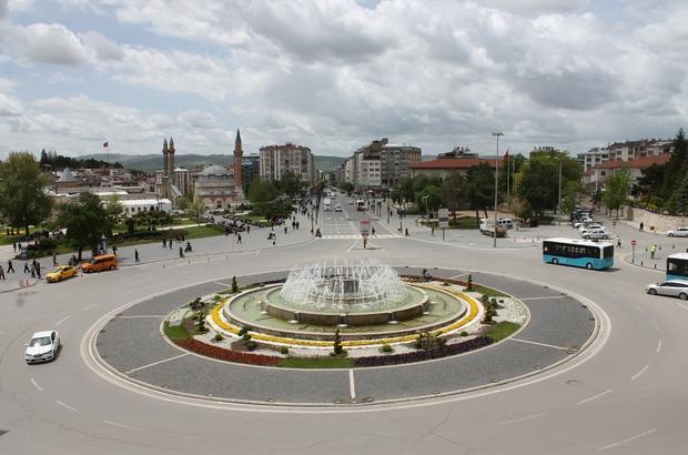 Sivas'ın nüfusu azaldı 2019 nüfusu 638 bin 956 kişi olarak açıklanan Sivas, 2020 yılında 635 bin 889 kişiye geriledi.