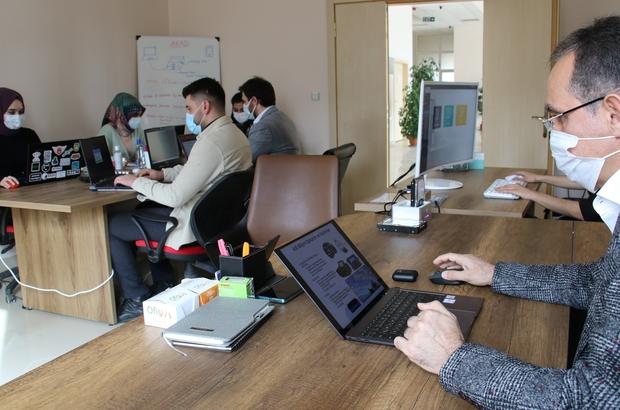 Türkiye'nin ilk adli bilişimcileri, yerli 'Adli Kopya Alma Donanımı'nı geliştirdi<br /><br /> Türkiye'de sadece Fırat Üniversitesi bünyesinde bulunan Adli Bilişim Mühendisliği Bölümünün başkanı ile öğrencileri, dijital delillerin son yıllarda artması üzerine yaptıkları çalışma kapsamında 'Adli Kopya Alma Donanımı'nı (AKAD) geliştirdi<br /><br /> Türkiye'de ilk defa geliştirilen donanım ile ilgili şimdi de yapay zeka yazılımı üzerinde çalışan ekip, bunu da tamamladıktan sonra kullanıma hazır hale getirecek