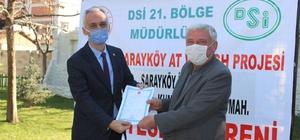 """Miraslar ile bölünen araziler, proje ile toplulaştırılıyor Sarayköy'de 1100 hektar arazi toplulaştırıldı, tapuları dağıtıldı DSİ 21. Bölge Müdürü Göktuğ İlter; """"Toplulaştırmak çok önemli, toplulaştırmanın başarısı çiftçinin başarısı"""""""