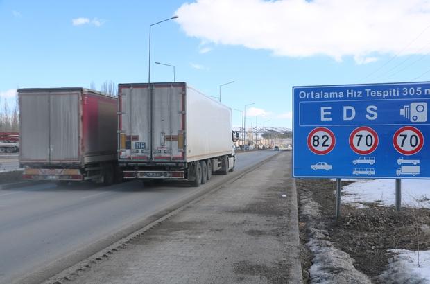 EDS hem kazaları önledi hem de belediye bütçesine katkı sağladı Sivas'ın Yıldızeli ilçe merkezinden geçen E-88 karayolu üzerine kurulan EDS ile kazalar önlenirken, yaklaşık 10 bin araca cezai işlem uygulandı