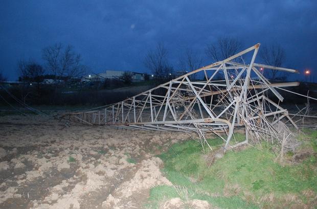 Tekirdağ'da korkutan fırtına Elektrik direkleri devrildi, çok sayıda mahallede elektrik kesildi