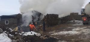 Otlukbeli'de çıkan yangında 2 ev zarar gördü