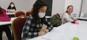 Kadın Çocuk Yaşam Merkezleri'nde öğrencilere destek kursu Halk Eğitim Müdürlüğü ve Merkezefendi Belediyesi tarafından öğrencilere destek