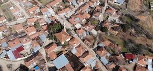 """Lavanta kokulu 261 nüfuslu köyde Covid-19 vakası görülmedi Köy muhtarı Gürol Yılmaz: """"Yerleşik düzende olan köylülerimizde vaka görülmedi"""" """"Biz bu durumu lavantaya bağlıyoruz"""""""