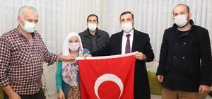 """Şehit annesi: """"Allah devletimize ve milletimize zeval vermesin"""" Şehit ailesine duygulu ziyaret"""