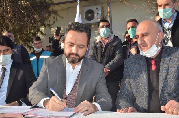 Elbistan Belediyesi'nden işçilerine yüzde 75 zam Belediye Başkanı Mehmet Gürbüz, ek protokolle belirlenen 6 bin 336 TL'lik ücretin Türkiye'nin en yüksek rakamı olduğunu söyledi