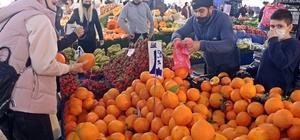 Aşırı sıcaklar Antalya'nın dünyaca ünlü portakalını üç kat büyüttü Neredeyse hentbol topu büyüklüğüne ulaşan Finike 'Washington' cinsi portakalın tane ağırlığı 1 kiloya kadar ulaştı