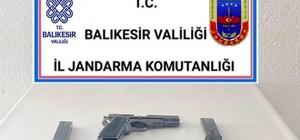 Balıkesir'de jandarma 13 aranan şahsı yakaladı