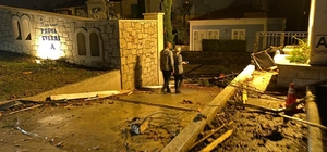 Turizm kenti Çeşme'de hortum felaketi Çeşme Alaçatı'da akşam saatlerinde ortaya çıkan hortum kenti savaş alanına çevirdi