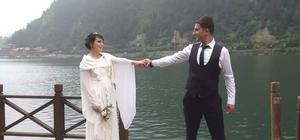 Trabzon'da evlerinde ölü bulunan genç çiftin ölümünün arkasındaki sır perdesi aralanıyor Trabzon'un Çaykara ilçesinde Kamil İkinci 7 ay önce evlendiği eşi ile tartıştıktan sonra önce silahla eşini öldürdü, ardından intihar etti
