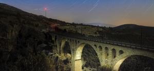 """Gündüzü ayrı gecesi ayrı güzel: """"Varda Köprüsü"""""""