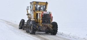 Karesi'de karla mücadele aralıksız sürüyor