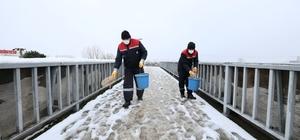 Başiskele'de buzlanan ve kapanan yollar açılıyor
