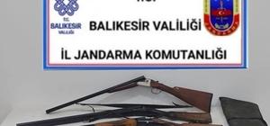 Balıkesir'de jandarma 22 aranan şahsı yakaladı