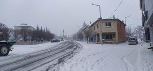 Yunak'ta kar yağışı etkili oldu