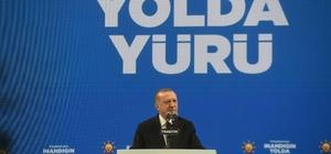 """Cumhurbaşkanı Erdoğan: """"Gara düştü, iş bitti"""" Cumhurbaşkanı Recep Tayyip Erdoğan: """"Bu son hadise Türkiye'nin PKK ile mücadele için Irak'ın kuzeyinde ve Suriye'de yürüttüğü harekatların vatandaşlarımızın huzuru geleceğimiz açısından ne kadar önemli olduğunu bir kez daha ispatladı"""" """"Bir süredir yürüttüğümüz ve önemli mesafe aldığımız harekatlarımızı önümüzdeki dönemde tehditlerin hala yoğun olduğu bölgelere doğru genişleteceğiz"""" """"PKK'ya PKK diyemeyen, teröre terör diyemeyen, katliama katliam diyemeyenlerin, kafalarındaki sinsi oyunları, kurdukları hain tuzakları, çevirdikleri fırıldakları gizlemeye çalışan güruhun foyası ortaya döküldü"""" """"Bu hadise PKK terörüne karşı içeride ve dışarıda samimiyetsiz duruş sergileyen örgüt ve uzantılarıyla merdiven altı işbirliği halinde olan herkesin gerçek yüzünü de tekrar gösterdi"""" """"13 masumun infazı hadisesinde gelen birkaç cılız ses dışında Türkiye'nin yanında kimseyi göremedik"""" """"Bir daha benzer saldırılara uğramamak içinde güvenli hale getirdiğimiz yerlerde ne kadar gerekiyorsa o kadar kalacağız"""""""