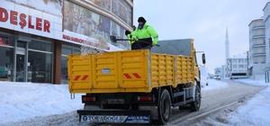 Çayırova'da karla mücadele aralıksız sürüyor