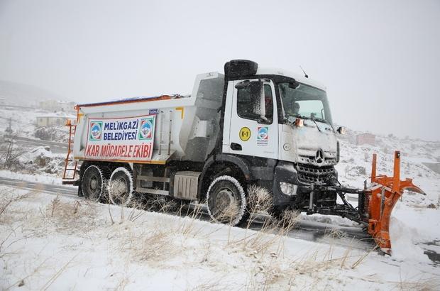 Melikgazi'de karla mücadele ekipleri aralıksız çalışıyor