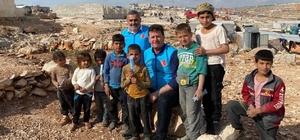 """Akyazı Belediye Başkanı Soykan, İdlib'te savaş mağdurlarıyla buluştu Başkan Soykan, savaş mağdurları için yapılan evlere katkıda bulundu Başkan Soykan: """"Artık Suriye'de benim de bir evim var"""""""
