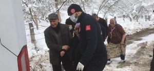 Kar yüzünden mahsur kalan hastaların imdadına 112 çalışanları yetişti