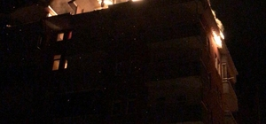 Sürmene'de yangın Trabzon'un Sürmene ilçesinde 8 katlı bir apartmanın çatı katında yangın çıktı