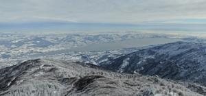 Kar kalınlığının 1,5 metreye ulaştığı Kartepe'de kartpostallık görüntüler Kayak tutkunlarının akınına uğrayan Kartepe'de büyüleyen Sapanca Gölü manzarası