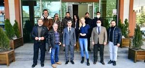 """Başkan Çınar, sanatçıları doğal ürünler pazarında ağırladı Çınar: """"Gırift dizisi ile ilçemizin tanıtımına güçlü bir destek sağlıyoruz"""""""